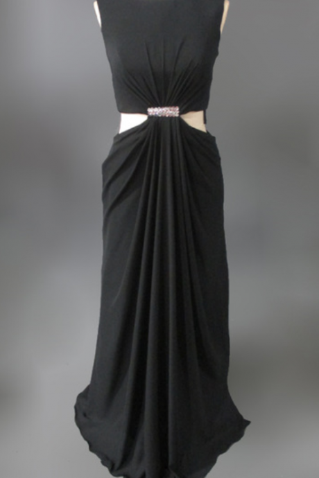 The mermaid gown had a black long black night gown on the back of her gown evening dresses