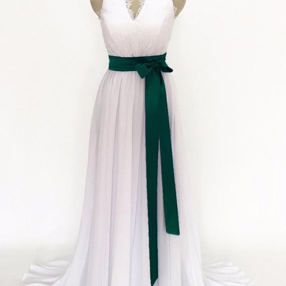 The white chiffon gown at night was formally made in a lace pajama party evening gown