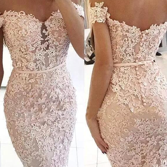 Elegant Off The Shoulder Lace Sheath Short Homecoming Dresses Beaded Applique Knee Length Short Party Prom Dresses With Buttons